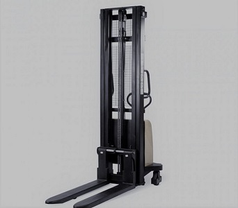 Semi-electric forklifts DYC series, A modern hydraulic stacker from the DYC series, a bestseller from TechTop.One. The load is raised and lowered using a compressor. The control is carried out by a lever on the housing, which speeds up the processing of g