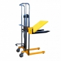 Preview: Hydraulic hand stacker with platform PJ4150, 400 kg x 1500 mm, 580 x 650 mm, The manual mast trolley with a load capacity of 400 kg, supplemented by fixed forks and a platform, enables work with loads of different sizes. The mast is made of high quality s